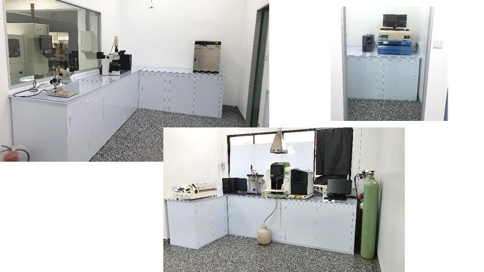 Dry Lab and XRF Room